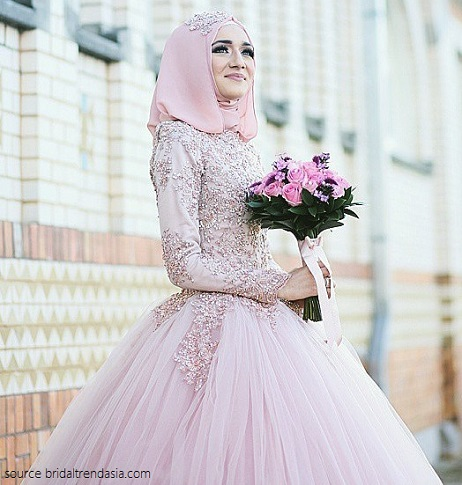 bride in pink wedding gown