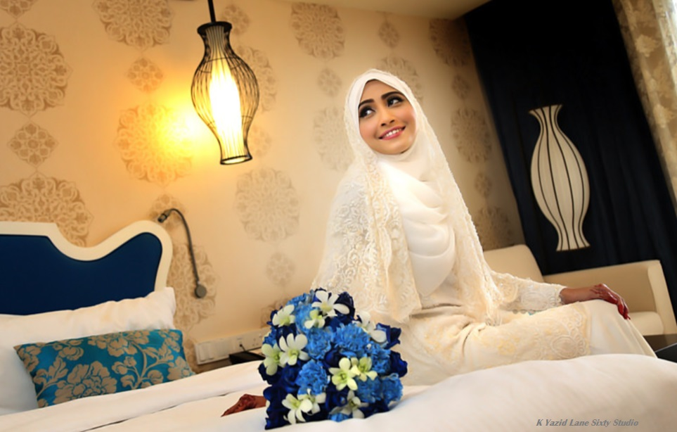 malay bride in white hijab