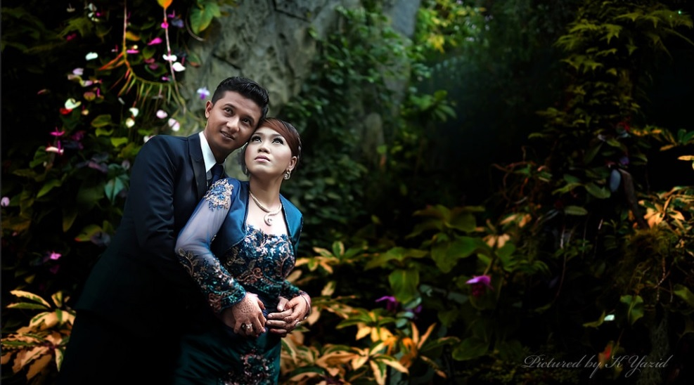 malay wedding couple outdoor photoshoot
