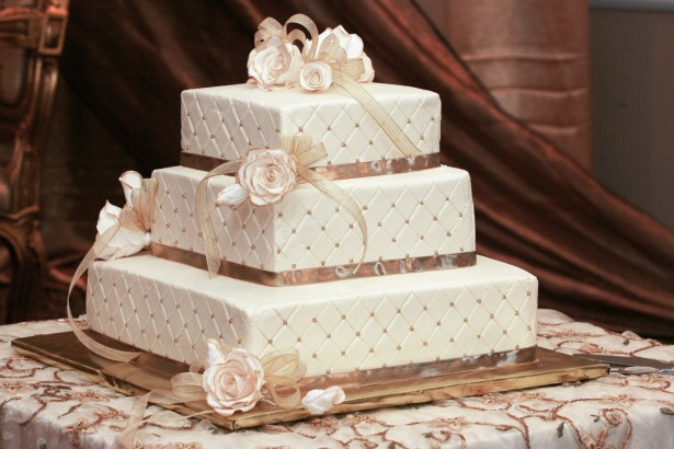 3 layer wedding cake square shaped