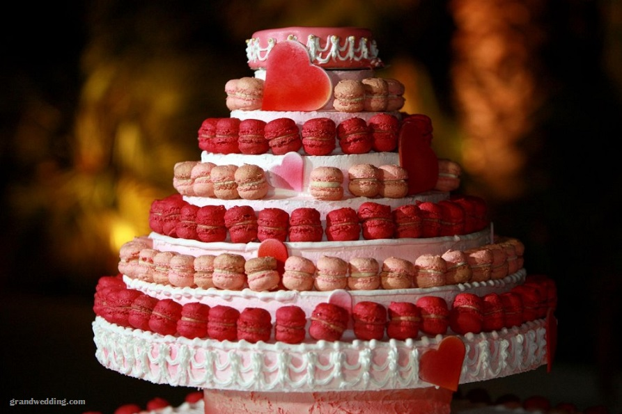 6 layer round cake with macaroons