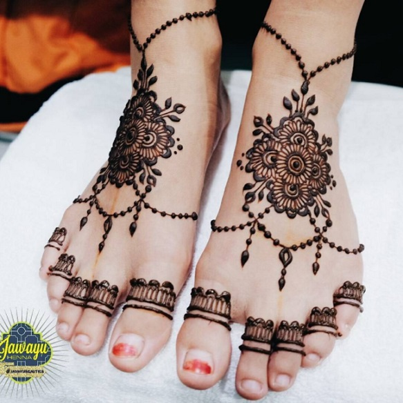 amazing henna design on feet